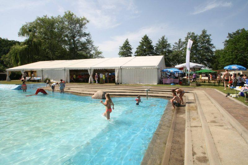Freibad in Meinsdorf bei Dessau mit einem großem Schwimmbecken