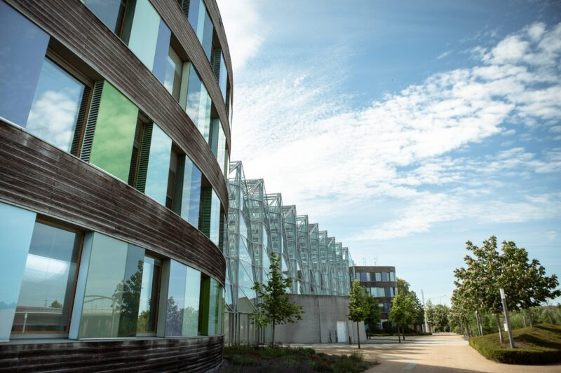 Umweltbundesamt in Dessau Außenansicht Sommer