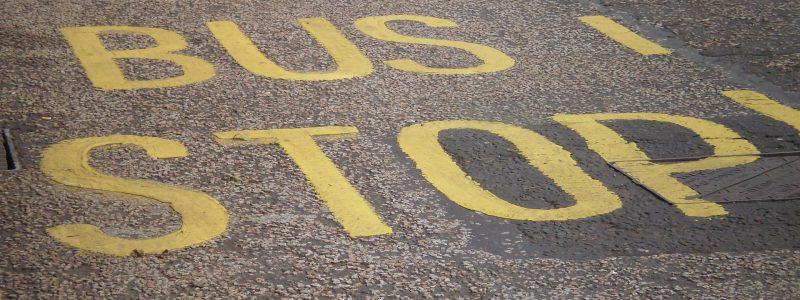 Bus Stop auf der Straße
