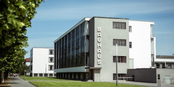 Frontansicht Bauhaus Gebäude Dessau