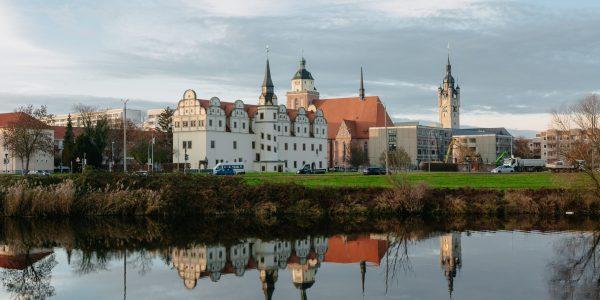 Stadtbild über die Mulde auf den Johannbau