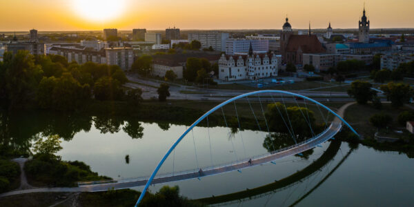 Stadtansicht Dessau über die Mulde beim Sonnenuntergang