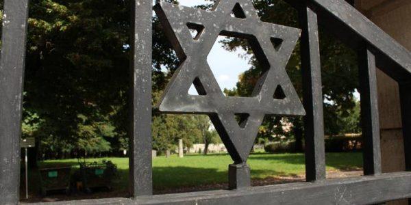 jüdischer Stern an Tor in Dessau